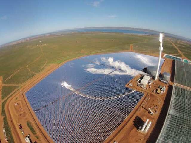 В пустелі Австралії збудували еко-ферму, що використовує енергію сонця і опріснює морську воду